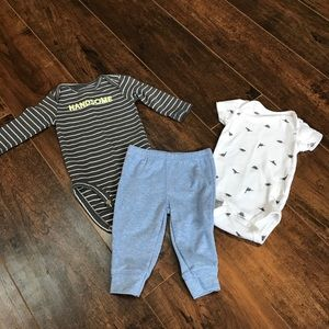 Carter's boys 3 mos 3 piece outfit with dinosaur